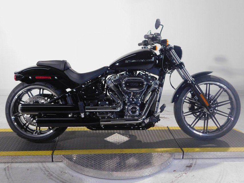 new 2018 harley davidson softail breakout 114 fxbrs softail in golden 18fxbrsblk avalanche. Black Bedroom Furniture Sets. Home Design Ideas
