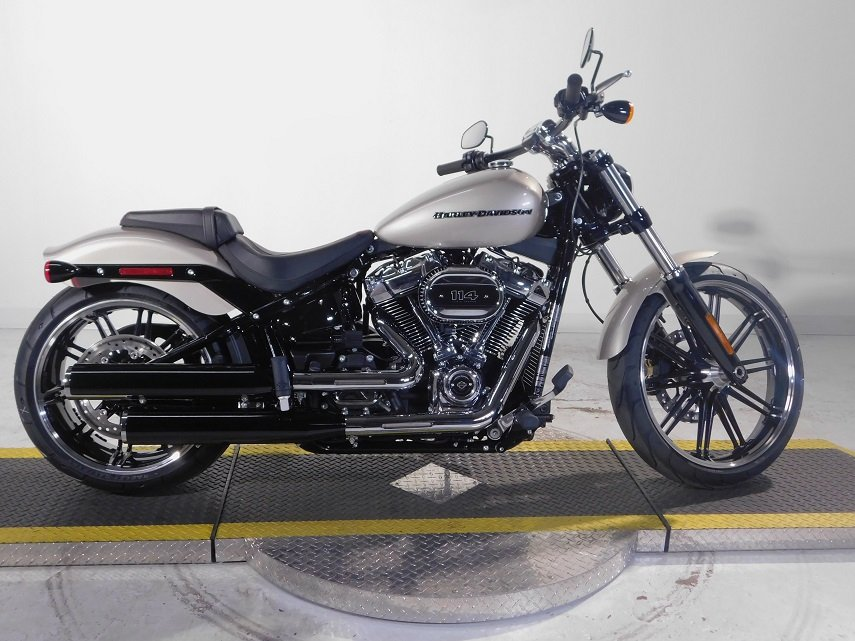 new 2018 harley davidson softail breakout 114 fxbrs softail in golden 18fxbrssil avalanche. Black Bedroom Furniture Sets. Home Design Ideas
