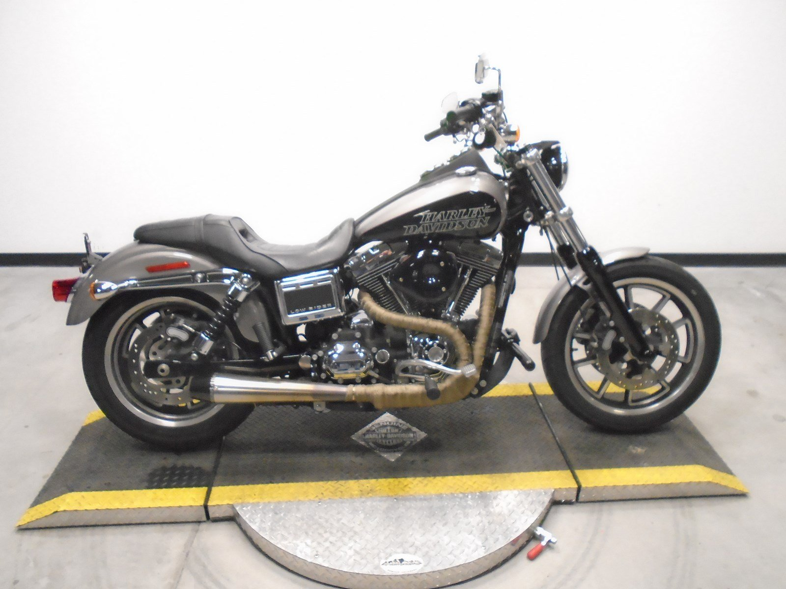Pre Owned 2016 Harley Davidson Dyna Low Rider Fxdl In Golden U319547 Avalanche