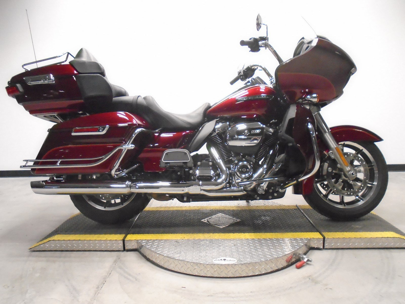 Pre-Owned 2017 Harley-Davidson Road Glide Ultra FLTRU
