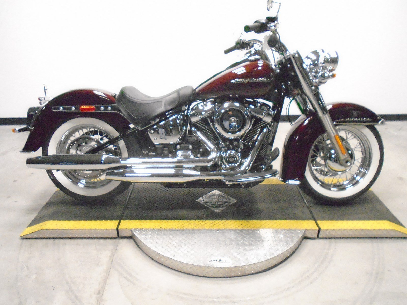 Pre-Owned 2018 Harley-Davidson Softail Deluxe FLDE