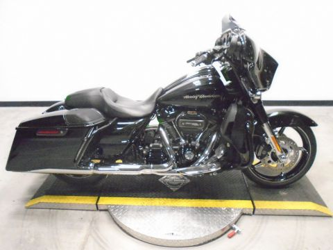 Pre-Owned 2017 Harley-Davidson Street Glide CVO FLHXSE CVO/Touring