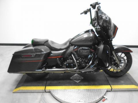 Pre-Owned 2018 Harley-Davidson Street Glide CVO FLHXSE CVO/Touring